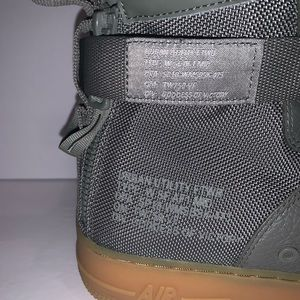Nike Shoes - Nike Air Force 1 Mid Size 12